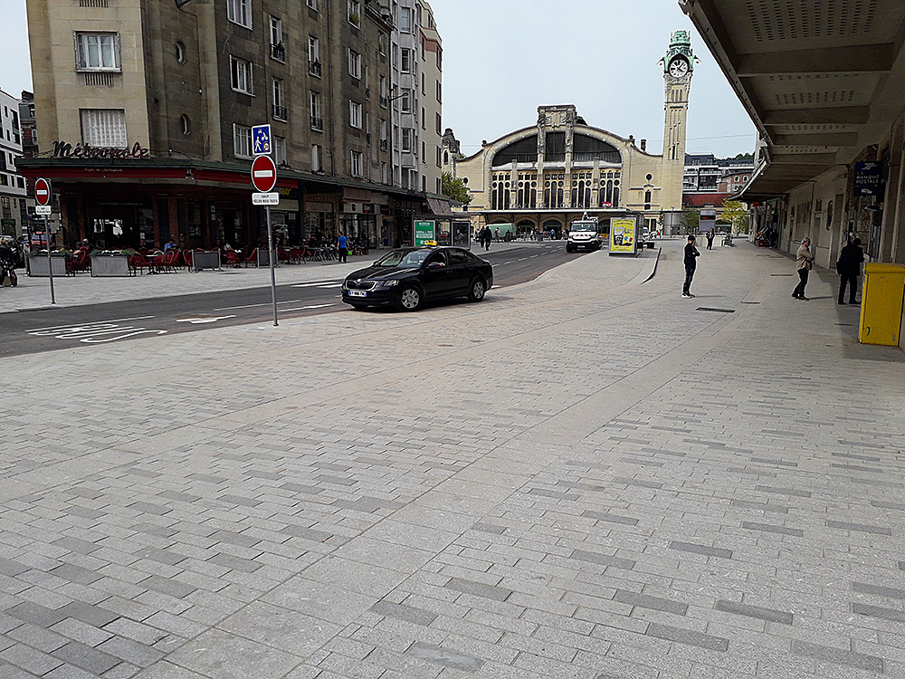 Parvis de la gare de Rouen (76)